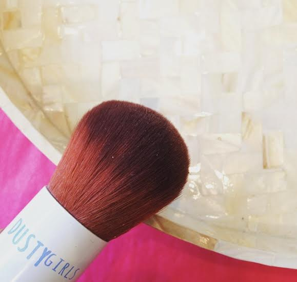 Lulu Williams Blog Blogger www.LuluWilliams.com Dusty Girls Natural Mineral bronzer Sunshine moogoo farmed vitamins summer sunkissed kabuki brush